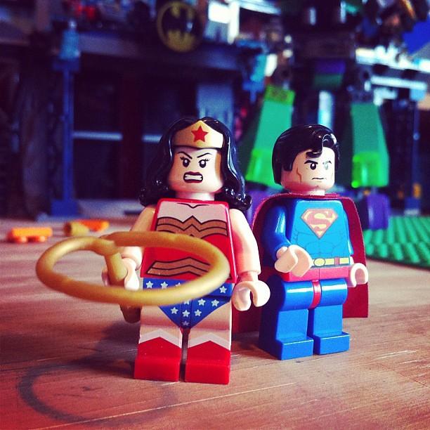 wonder woman superman supereroi contatti storie