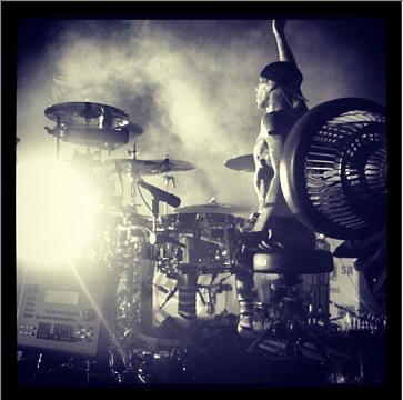 travis barker drums blink 182