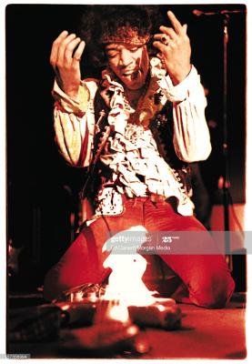 jimi hendrix chitarra fuoco fiamme monterey
